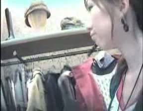 接客中のショップ店員さんに近寄り胸チラ秘密撮影☆マニアなら鼻息あらくなる日常のえろスw